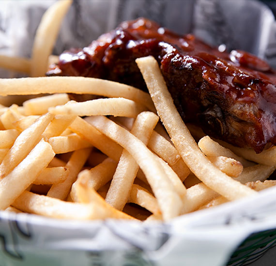 Rib basket with fries